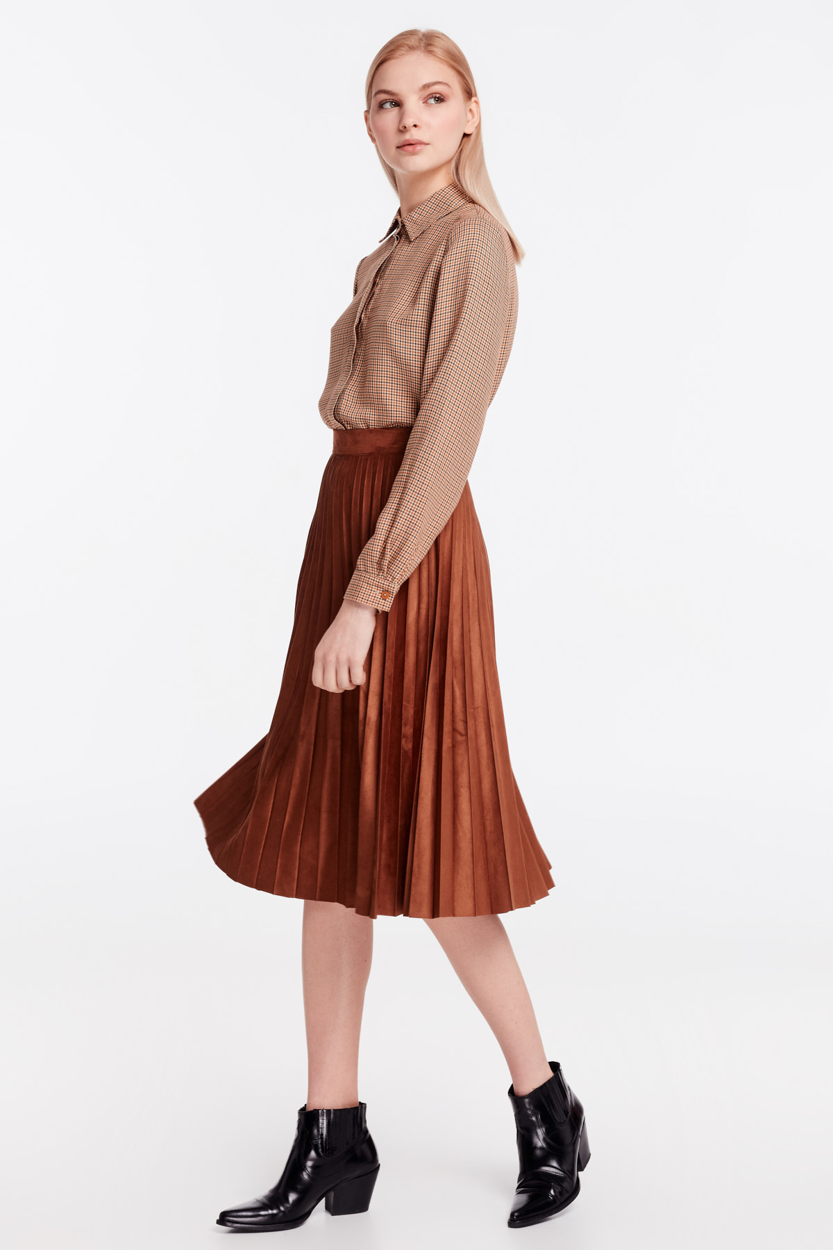 7c1d601ed5 Brown suede pleated skirt photo 3 - MustHave online store