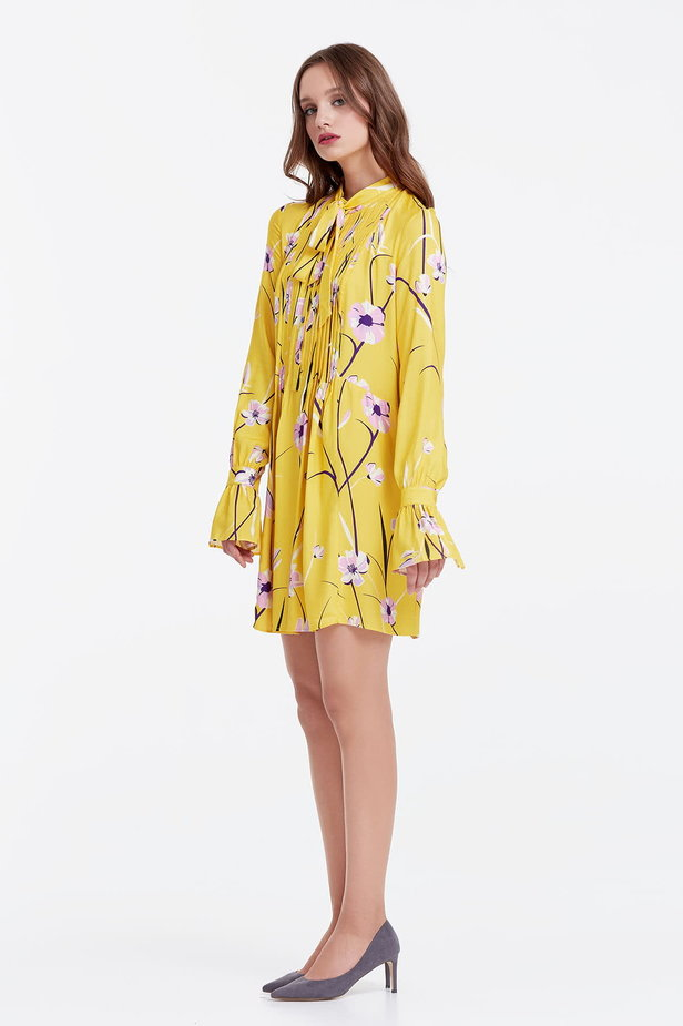 Yellow dress with a floral print, pleats and a bow photo 2 - MustHave online store