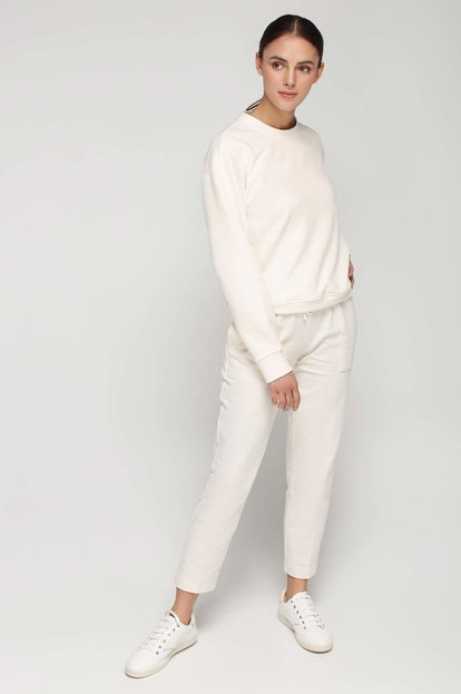 Milky white knit straight pleated pants