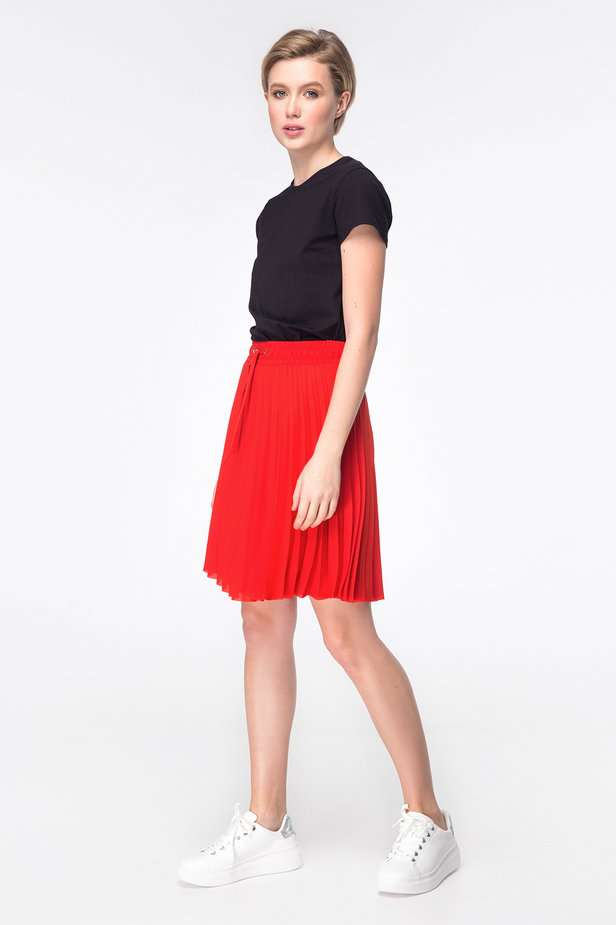 Red above-knee pleated skirt photo 2 - MustHave online store