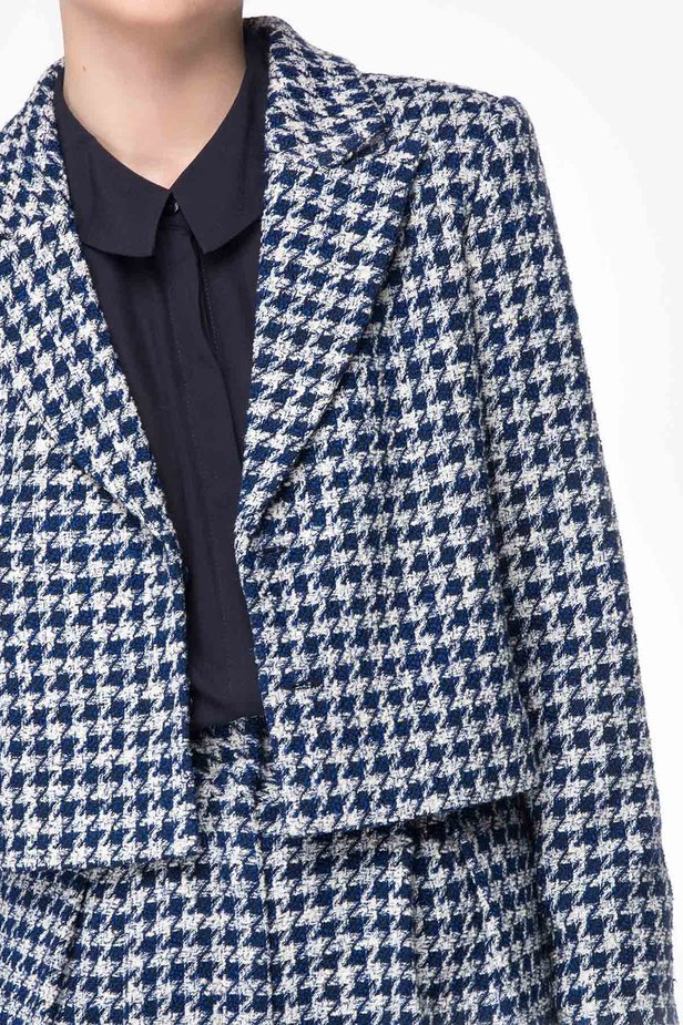 Shortened jacket with blue&white houndstooth print photo 4 - MustHave online store
