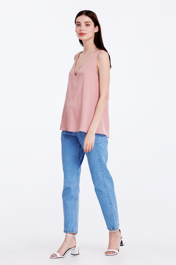 Powder pink top with a low neckline photo 2 - MustHave online store