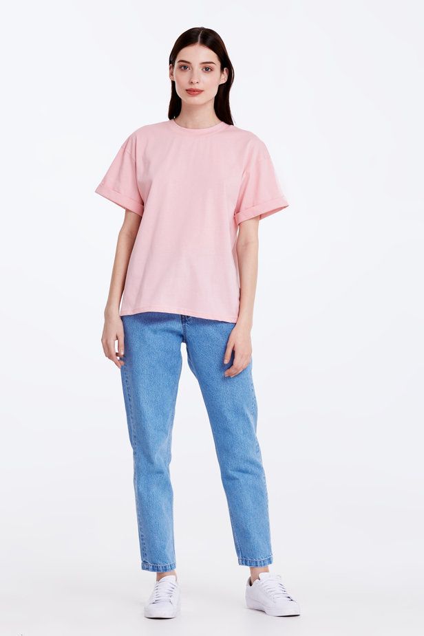 Loose-fitting pink T-shirt with cuffs photo 2 - MustHave online store