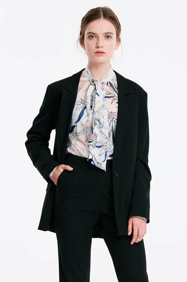 Black jacket with an open cut photo 2 - MustHave online store