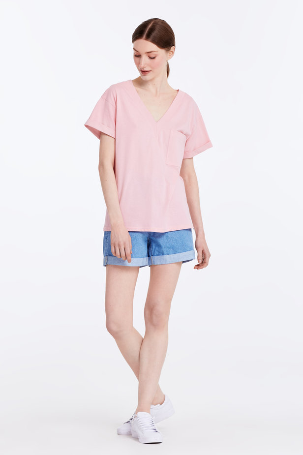 V-neck pink T-shirt with a pocket photo 2 - MustHave online store