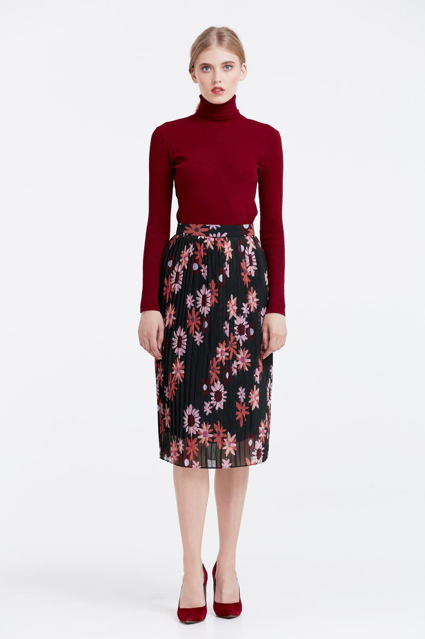 Below the knee pleated skirt with a floral print photo 2 - MustHave online store