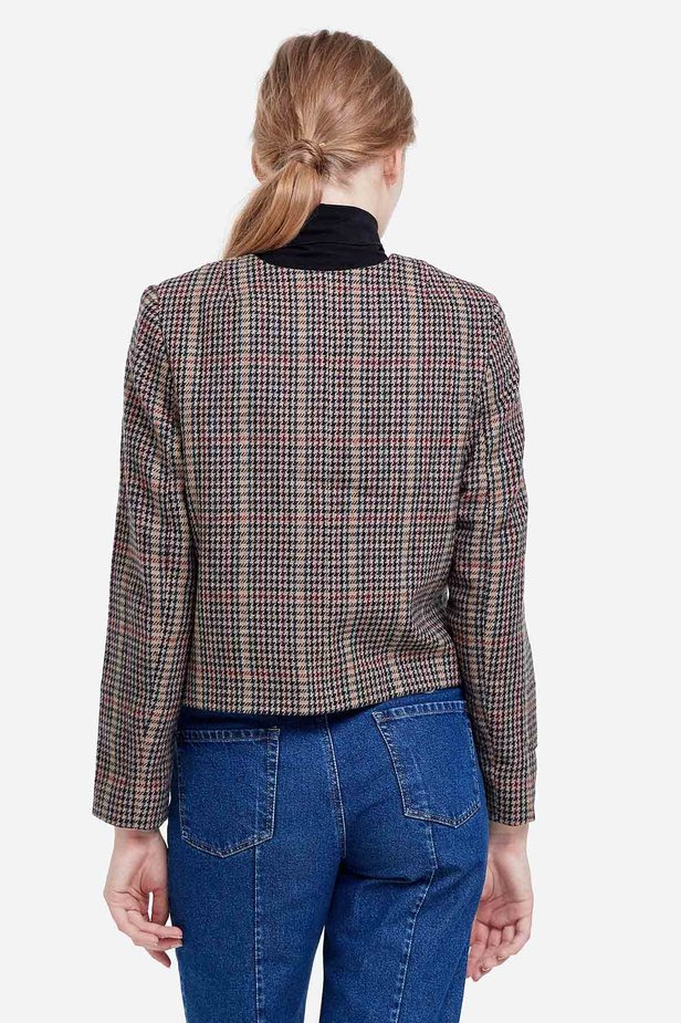 Short jacket with a brown houndstooth print photo 4 - MustHave online store