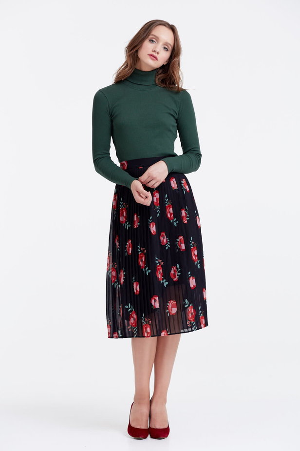 Below the knee pleated black skirt with a floral print photo 5 - MustHave online store