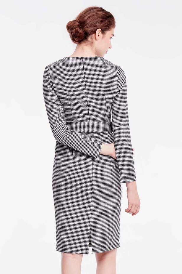 Column dress with black-and-white houndstooth print photo 5 - MustHave online store