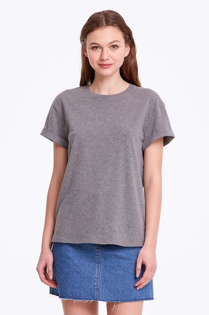 Loose-fitting grey T-shirt with cuffs