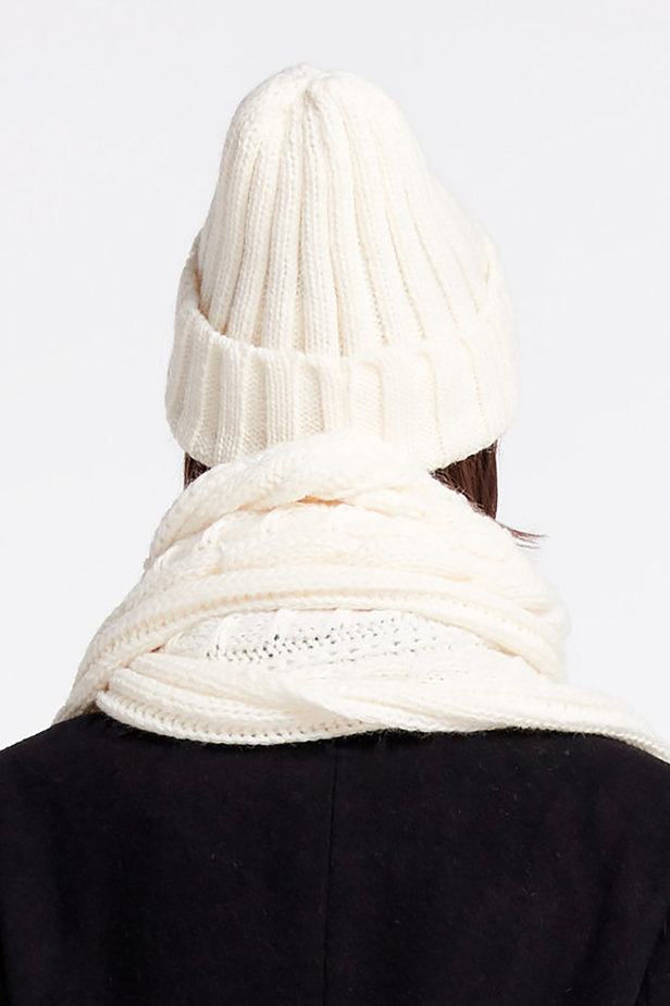 White knit cap photo 2 - MustHave online store