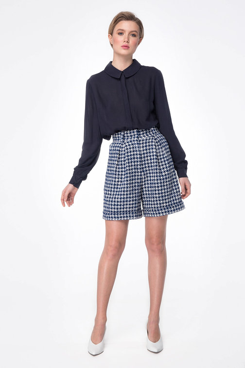 Shorts with blue&white houndstooth print