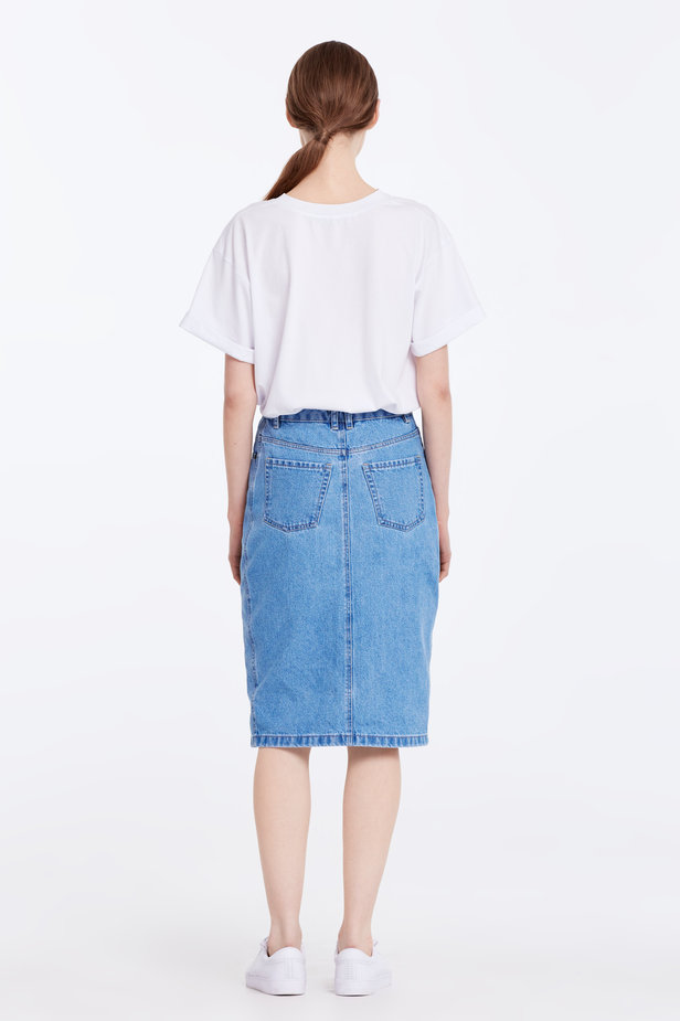 Loose-fitting white T-shirt with cuffs photo 7 - MustHave online store