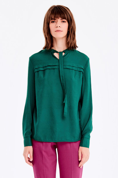 Green blouse with ties
