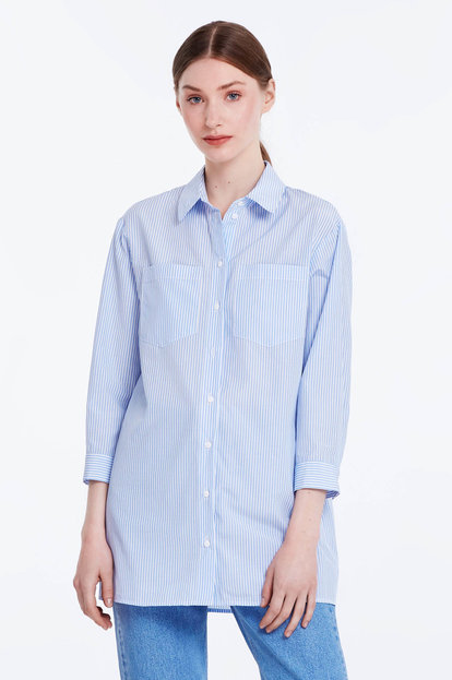 Loose-fitting striped shirt