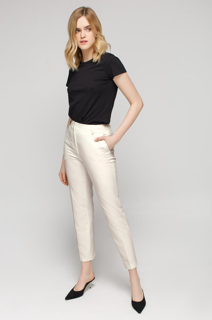 Milky white pleated pants