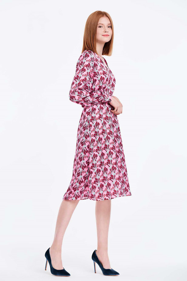 V-neck pink dress with a floral print photo 6 - MustHave online store