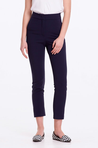 Short dark blue trousers