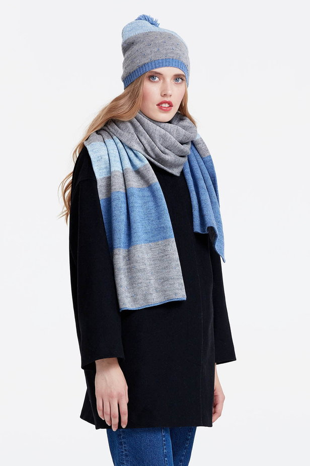 Grey scarf with blue stripes photo 2 - MustHave online store