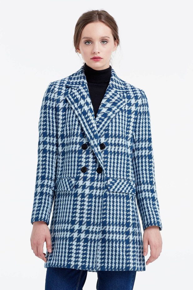 Long double-breasted jacket with a houndstooth print photo 1 - MustHave online store