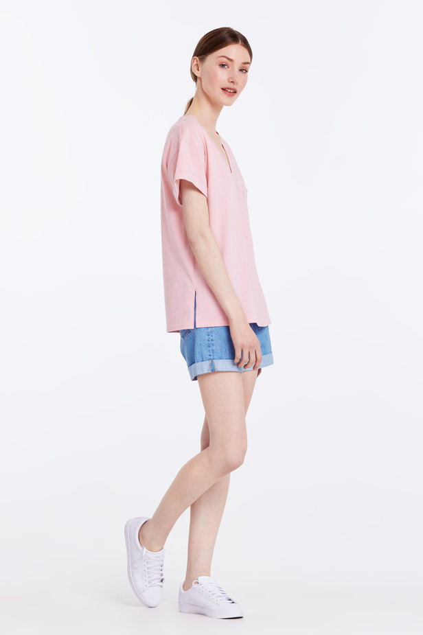V-neck pink T-shirt with a pocket photo 3 - MustHave online store