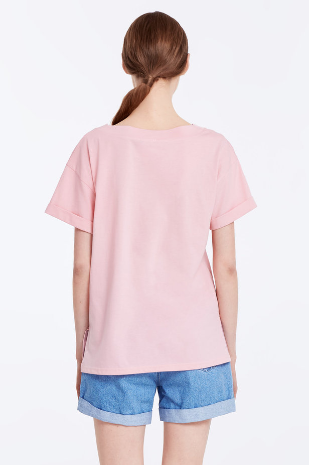 V-neck pink T-shirt with a pocket photo 4 - MustHave online store