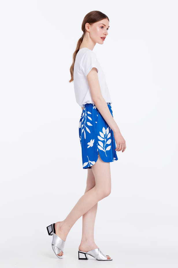 Blue shorts with white leaves photo 4 - MustHave online store
