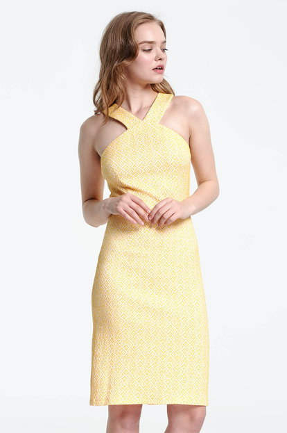 Dress with a yellow pattern and open shoulders