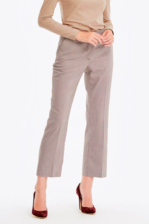 Cropped beige trousers with a houndstooth print