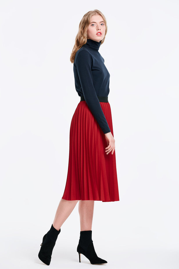 Below the knee pleated red skirt photo 5 - MustHave online store