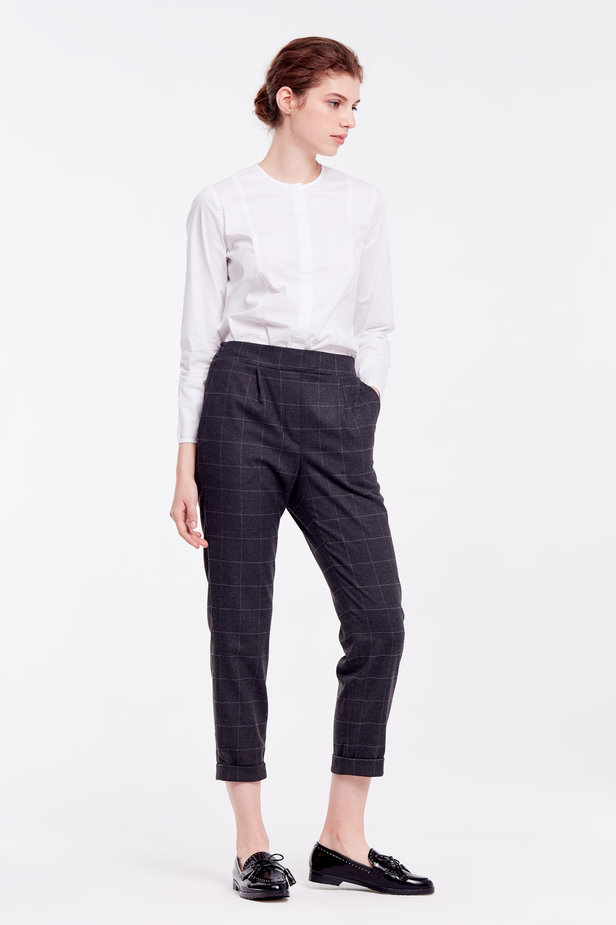 Loose grey checkered pants with cuffs photo 6 - MustHave online store