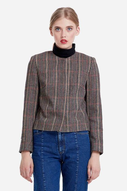Short jacket with a brown houndstooth print