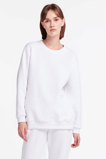 White long sweatshirt