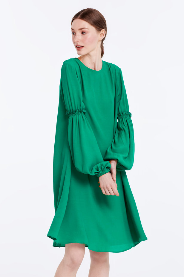 Loose-fitting green dress with ruffles on the sleeves photo 1 - MustHave online store