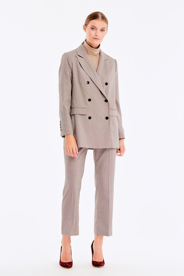 Double-breasted beige jacket with a houndstooth print and pockets photo 3 - MustHave online store