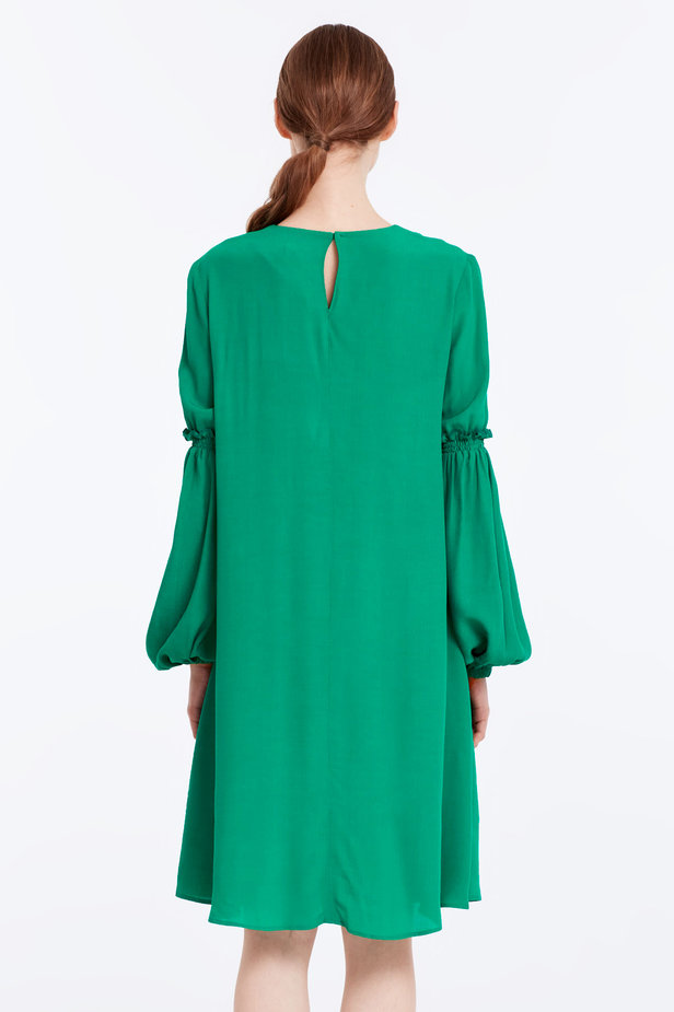 Loose-fitting green dress with ruffles on the sleeves photo 6 - MustHave online store