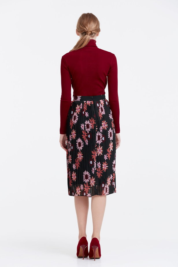 Below the knee pleated skirt with a floral print photo 4 - MustHave online store