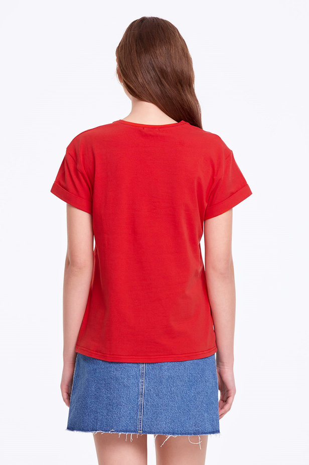 Loose-fitting red T-shirt with cuffs photo 4 - MustHave online store