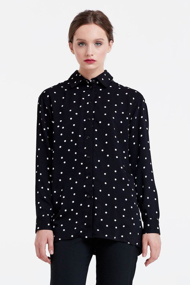 Black shirt with a white polka dot print photo 1 - MustHave online store