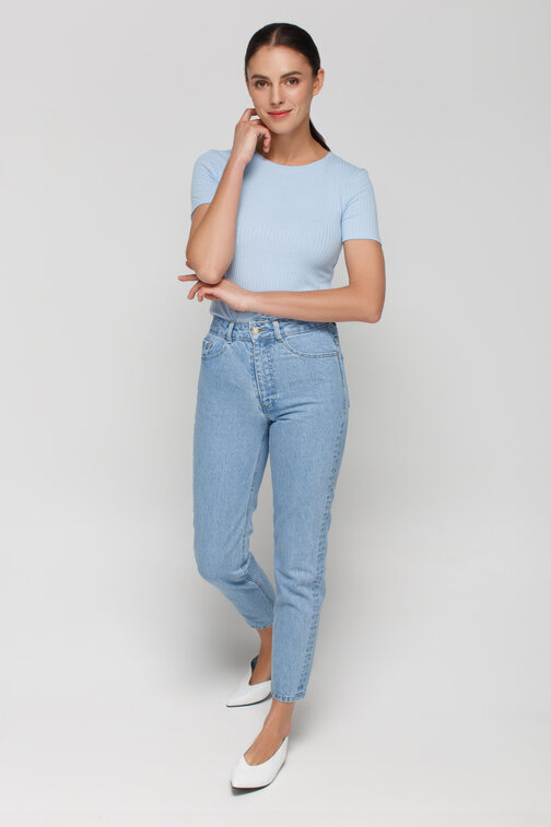 Blue mom fit jeans tapered to the bottom
