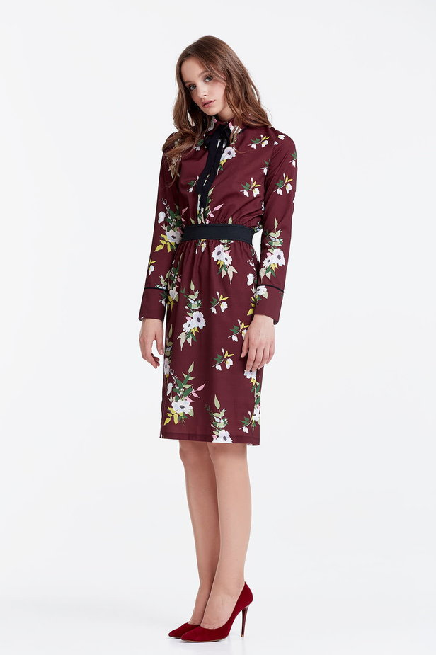 Brown dress with a floral print and a black bow photo 2 - MustHave online store