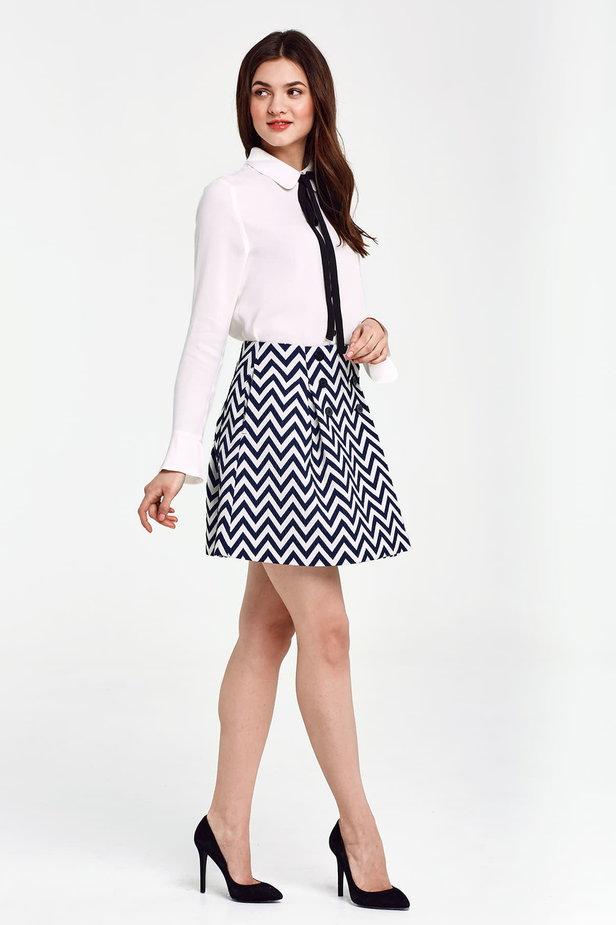 Skirt with white and blue zigzag and buttons photo 5 - MustHave online store