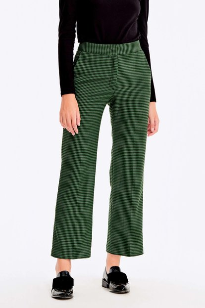 Cropped green trousers with a houndstooth print