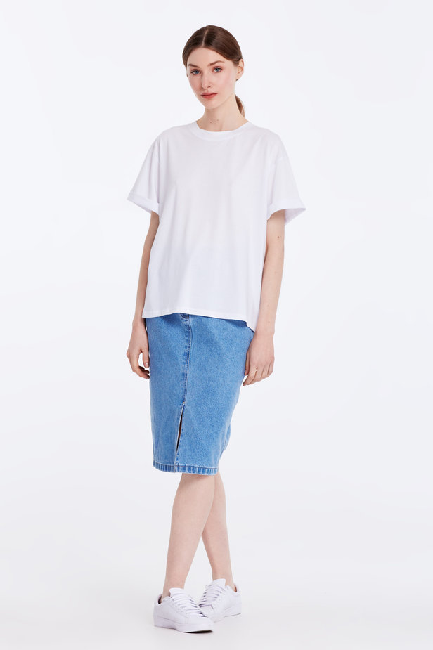 Loose-fitting white T-shirt with cuffs photo 2 - MustHave online store