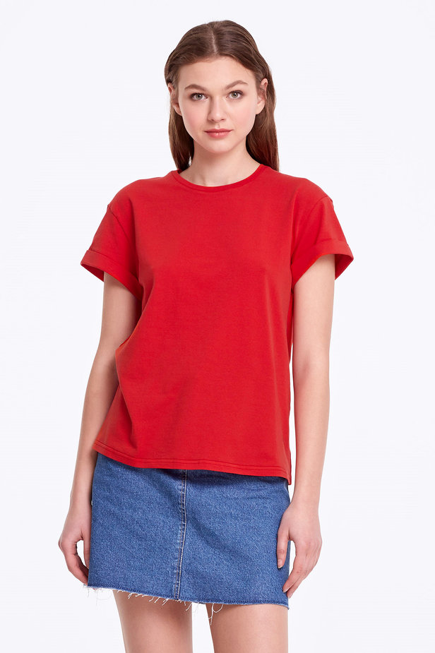 Loose-fitting red T-shirt with cuffs photo 1 - MustHave online store
