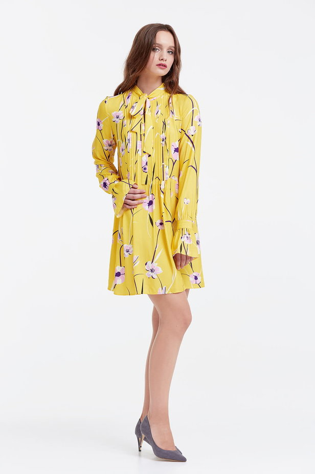 Yellow dress with a floral print, pleats and a bow photo 5 - MustHave online store