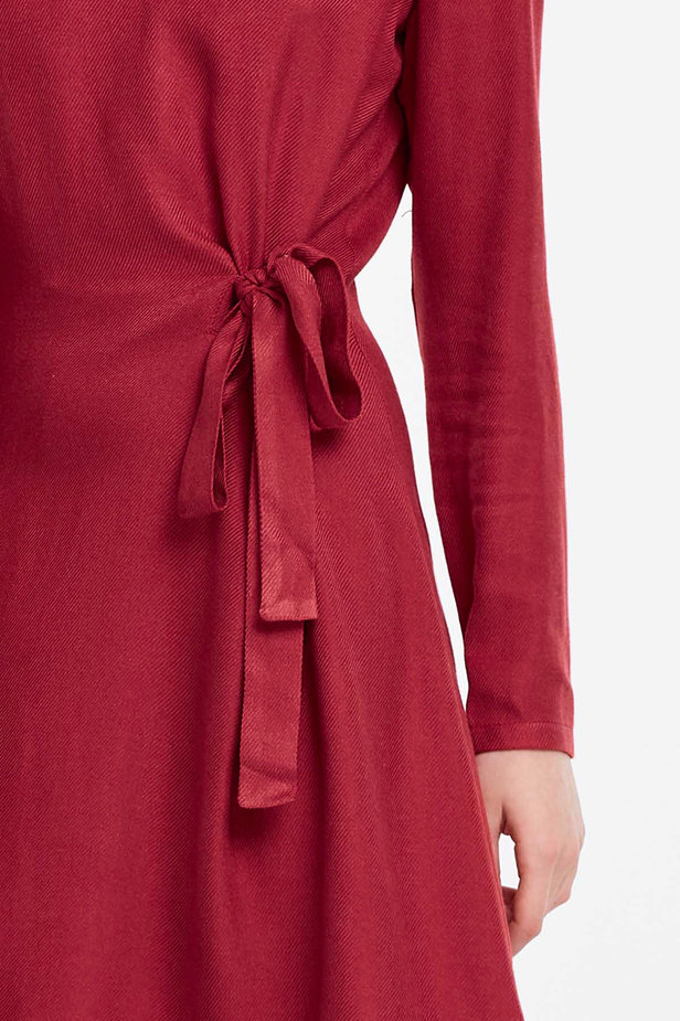 Red dress with ties photo 4 - MustHave online store