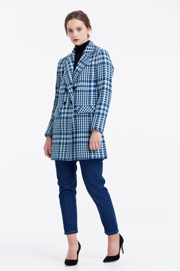 Long double-breasted jacket with a houndstooth print photo 2 - MustHave online store