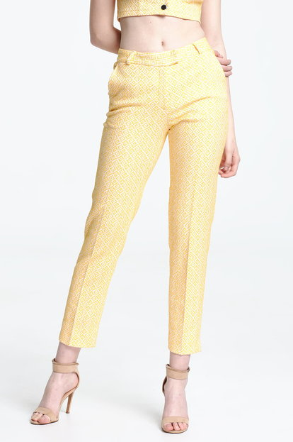 Short trousers with a yellow pattern