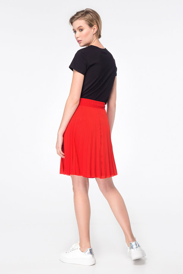 Red above-knee pleated skirt photo 4 - MustHave online store